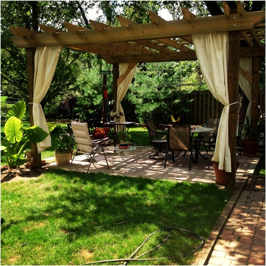 Wooden pergola designs to create an oasis in your backyard for Backyard designs