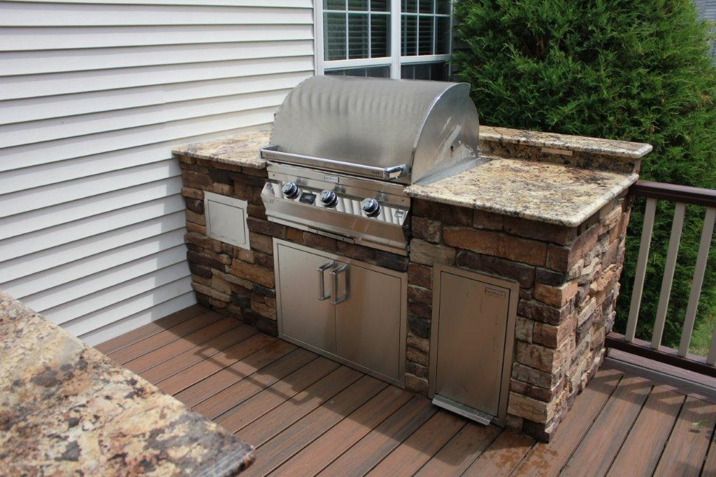 Choosing Between An Outdoor Kitchen Deck And An Outdoor