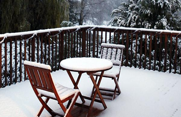 snow covered deck source-stuff.co.nz