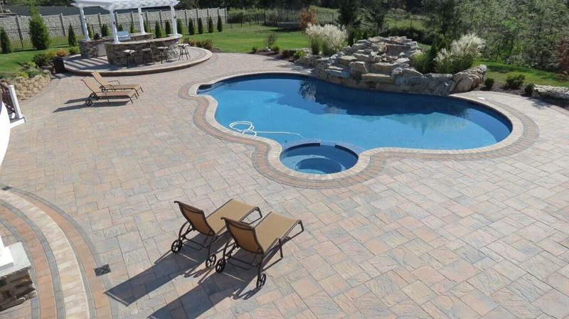 Benefits of Paver Stones for Pool Deck and Patios Designs - Amazing ...