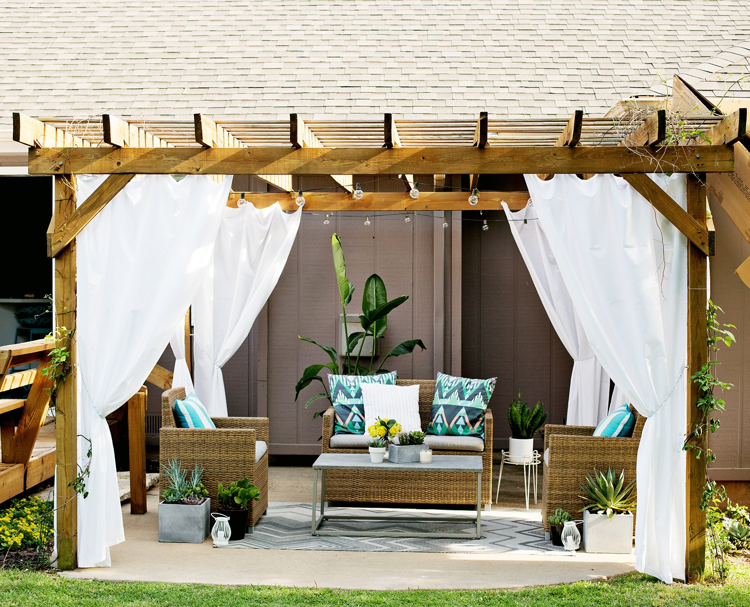 Pergola with Curtain Design Idea for Patio Privacy- Amazing Deck
