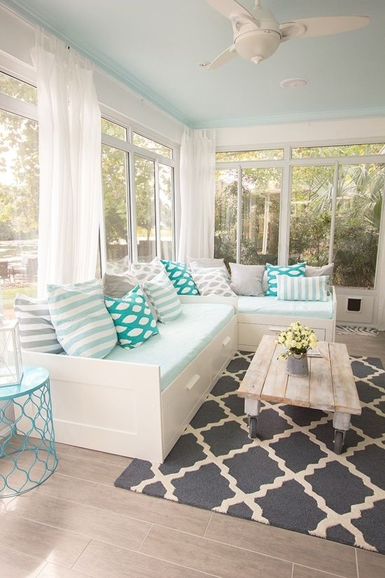 Screened-in porch_monochromatic color scheme_source-digsdigs.com