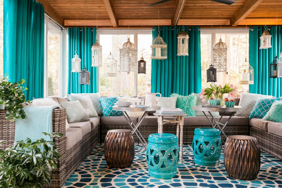 screened in porch design_curtains_source hgtvcom - Screen Porch Design Ideas
